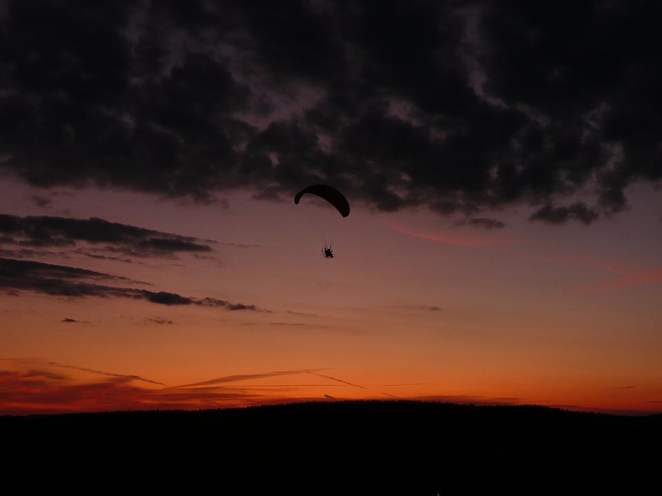 Rudnickie Świetliki – nocne loty podczas ParaRudnik